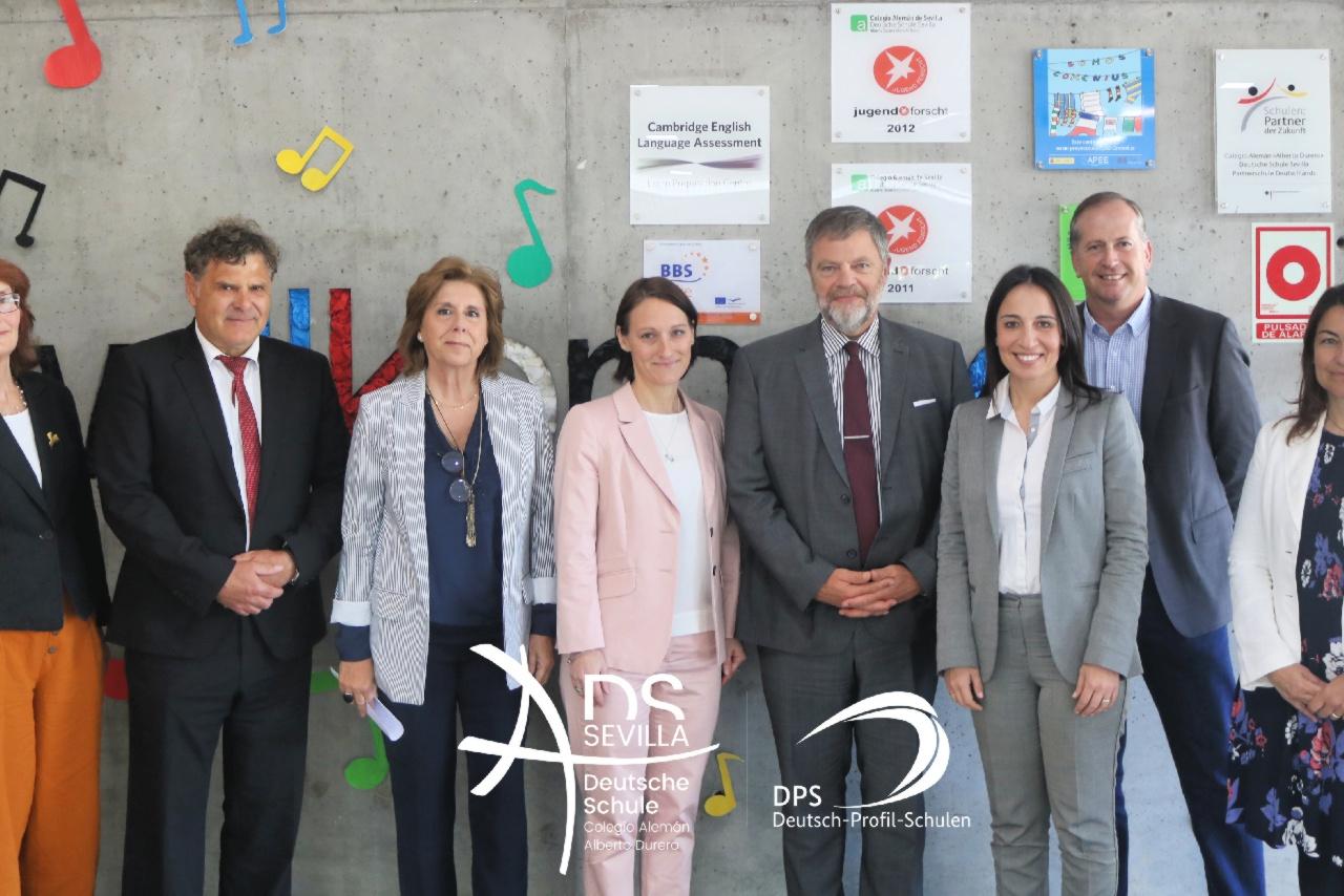 Herr Wolfgang Dold, Botschafter der Bundesrepublik Deutschland in Spanien, und Herr Arnulf Braun, Konsul der Bundesrepublik Deutschland in Málaga, haben die Deutsche Schule Sevilla besucht.