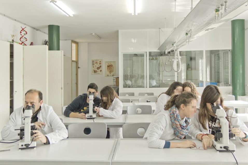 http://colegioalemansevilla.com/de/files/gallery/thumb/1489758113-3r_reportaje-colegio-alema_n-19.jpg
