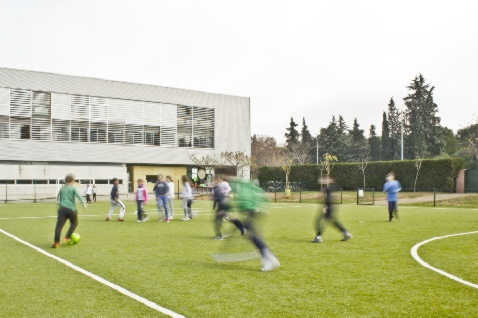http://colegioalemansevilla.com/de/files/gallery/image/1490352613-campo-futbol-colegio-aleman-sevilla.jpg