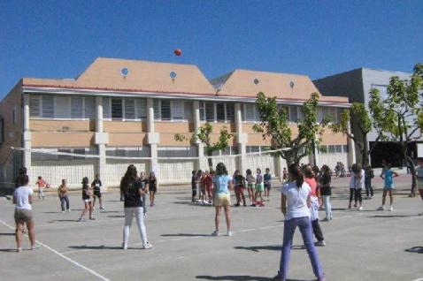 https://colegioalemansevilla.com/de/files/gallery/image/1490353065-polideportivo-colegio-aleman-sevilla.jpg
