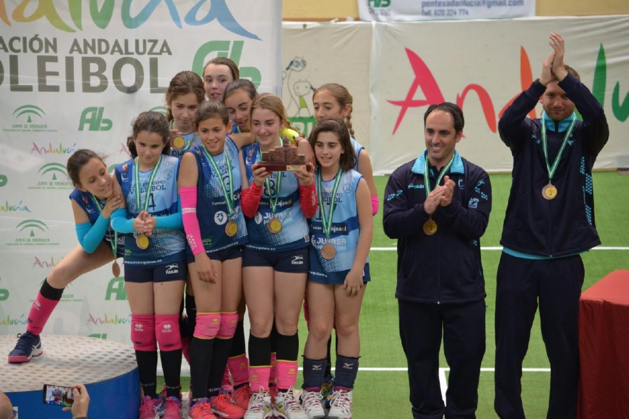 Podium para nuestro equipo de voleibol alevín femenino federado en el Campeonato de Andalucía