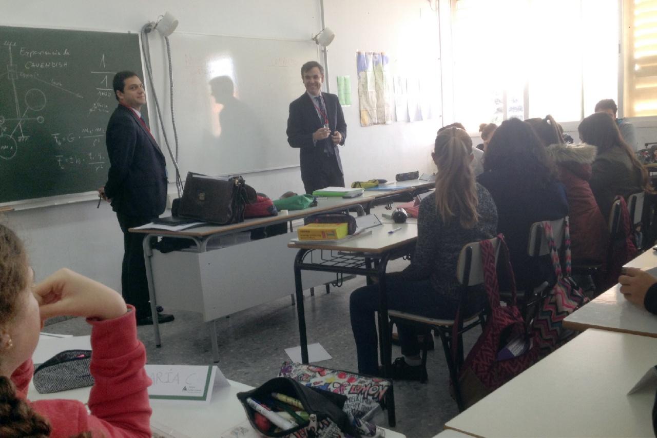 Alumnos de 3º de ESO reciben formación sobre finanzas para iniciarles en la gestión de su economía