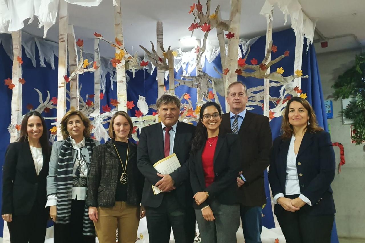 Sr. Braun, Cónsul de la República Federal Alemana en Málaga entrega los  Deutsches Sprachdiplom A2/B1 a los alumnos del Colegio Alemán Sevilla.